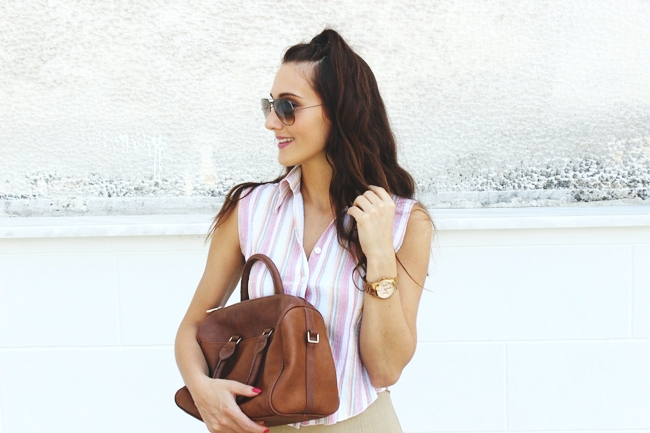 Casual cute look.Back to school hairstyle.Linen stripe shirt.Stradivarius bag.Ray-Ban aviator sunglasses.Michael Kors rose gold watch.