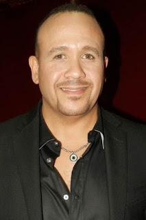 قصة حياة هشام عباس (Hisham Abbas)، مغني مصري.