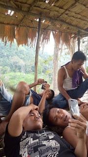 Berkumpul hanya untuk menemukan titik  internet 3G