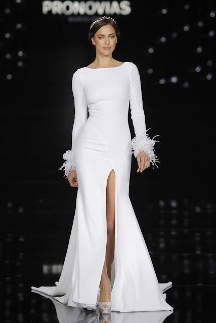 Vestido de novia de Pronovias 2017 con plumas - Foto: Barcelona Bridal Fashion Week