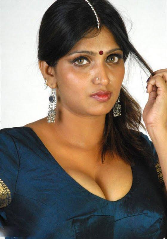 bhuvaneswari aunty hot pics
