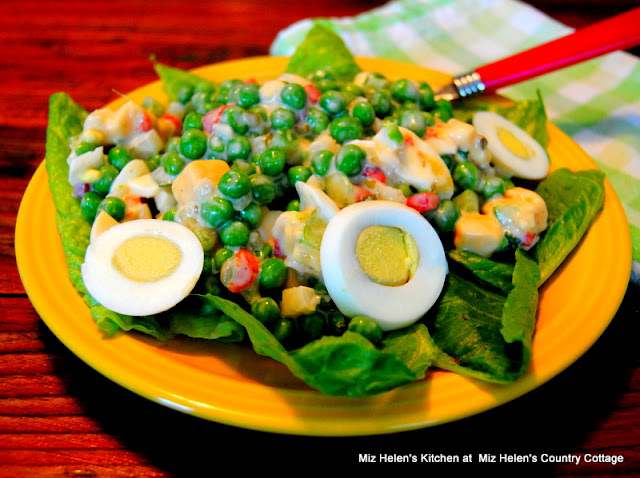 Nana's Green Pea Salad at Miz Helen's Country Cottage