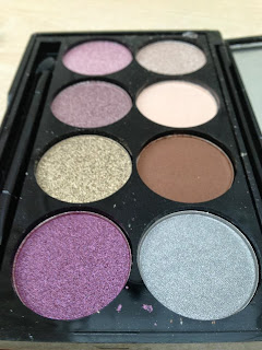 The 8 shades in the eyeshadow palette.