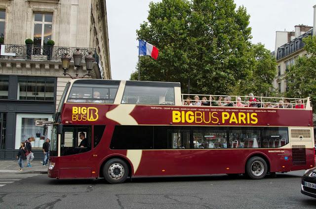 Fotografia do ônibus turístico de Paris