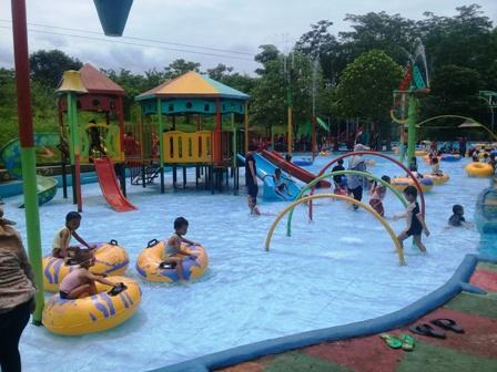 kolam renang anak-anak Joglo Park Pacet Mojokerto