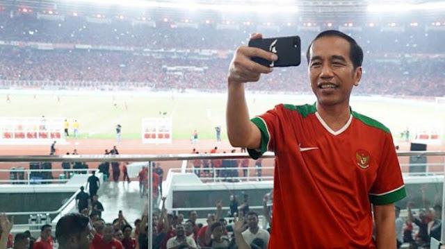 Jokowi Unggah Foto Selfie di Final Piala Presiden 2018