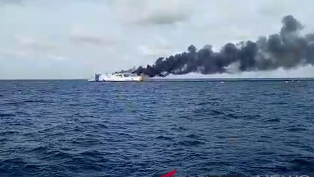 BREAKING NEWS Kapal Terbakar, Sementara Tiga Penumpang Belum Ditemukan