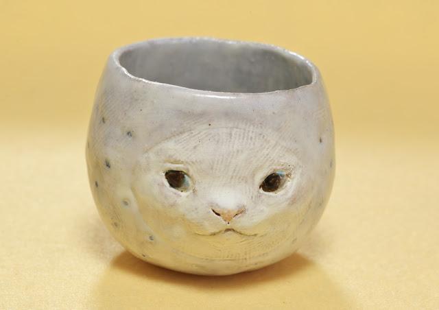 イキモノ雑貨 豆福堂さんの猫のぐい呑みの写真