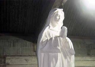 Membuat Patung Bunda Maria