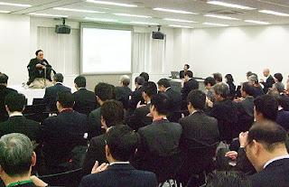 三遊亭楽春講演会「落語に学ぶ顧客満足向上講演会」の風景