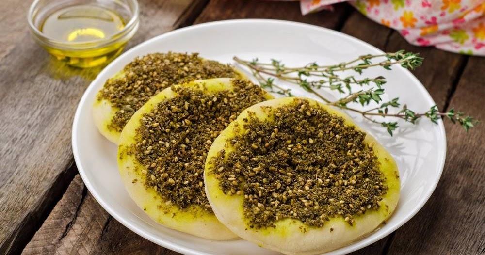 مناقيش بالزعتر وزيت الزيتون من المطبخ السوري