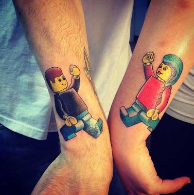 Tatuaje de amigos personajes de Lego