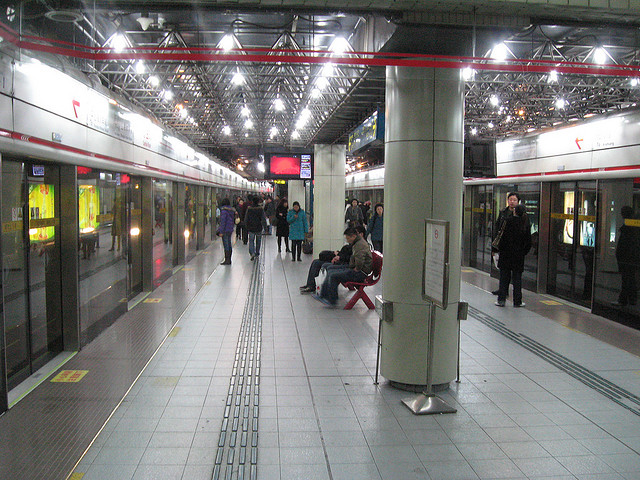 Seeks Ghosts Chinas Haunted Subway Station