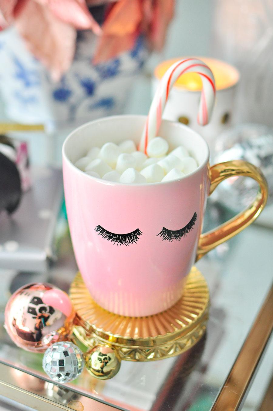 Gorgeous millennial pink eyelash coffee mug from Amazon Handmade.