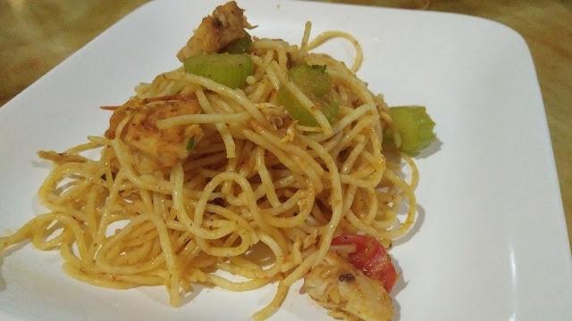 Spaghetti Goreng Mudah Dan Sedap, spaghetti, spagetti goreng, spagetti sedap, spagetti mudah dan sedap, mudanya masak spaghetti, cara buat spaghetti goreng, mudahnya masak spaghetti goreng, bahan-bahan untuk masak spaghetti goreng, spaghetti aglio Olio ayam, sedapnya spaghetti goreng,