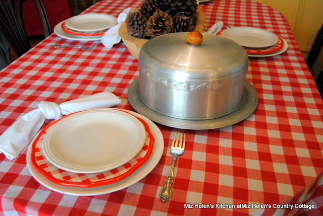 Vintage Sour Cream Pound Cake With Raspberry Sauce at Miz Helen's Country Cottage
