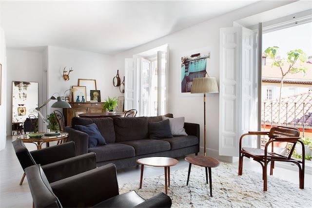 sillones de piel y sofa de terciopelo chicanddeco