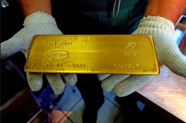 An-image-showing-some-gold-bars-that-fell-from-a-Russian-cargo-plane.