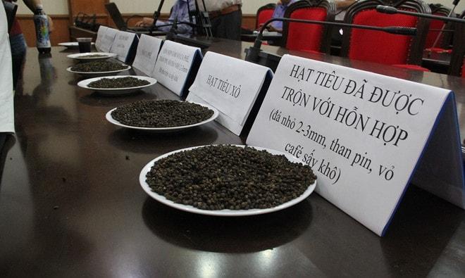 Vụ cà phê nhuộm pin ở Đắk Nông khởi tố bắt tạm giam 5 đối tượng -1