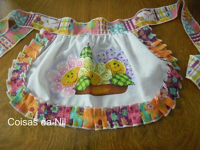 avental para festa junina com pintura de flores