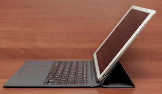 Laptop billentyűzet és dokkoló