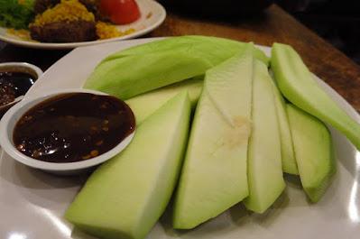 Ayam Penyet President, green mangoes