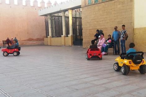 ندرة الألعاب بالمنتزهات العمومية تخنق أنفاس الأطفال في سطات