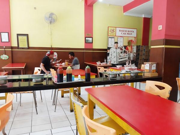 tempat makan, cabang letjen s parman