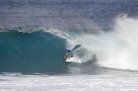 19 Caio Ibelli Billabong Pipe Masters foto WSL Damien Poullenot