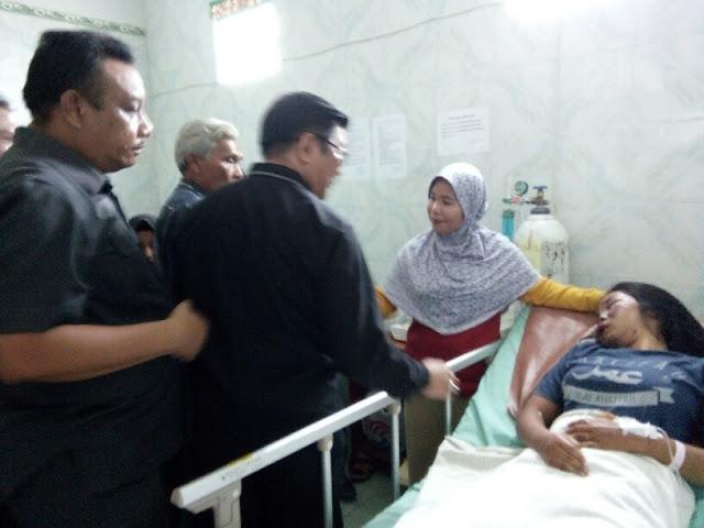 Sejumlah Anggota DPRD Siantar Menjenguk Siswi Korban Penganiayaan