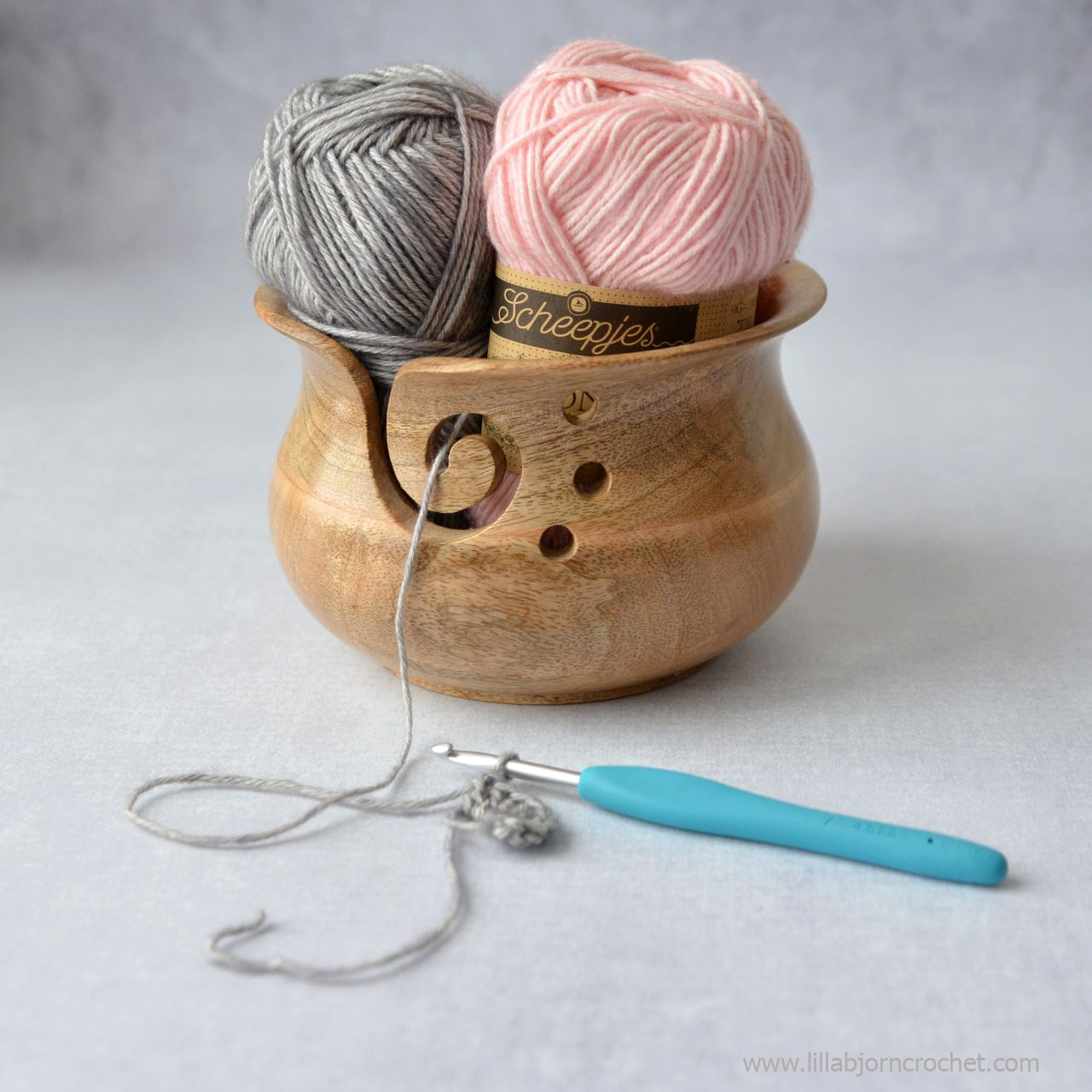 Yarn Bowl by Scheepjes. Greative gift guide from www.lillabjorncrochet.com