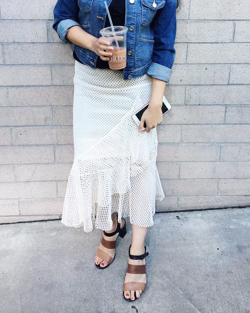 While trying to style this skirt, I have found out some tips to make you style a ruffled midi skirt, if you happened to be on the shorter side like me