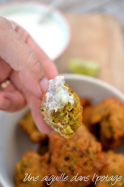 Beignets de lentilles épicés et raïta concombre menthe