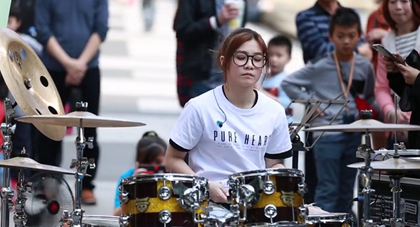 Drummer Cantik Ini Berhasil Hipnotis Setengah Juta Netizen