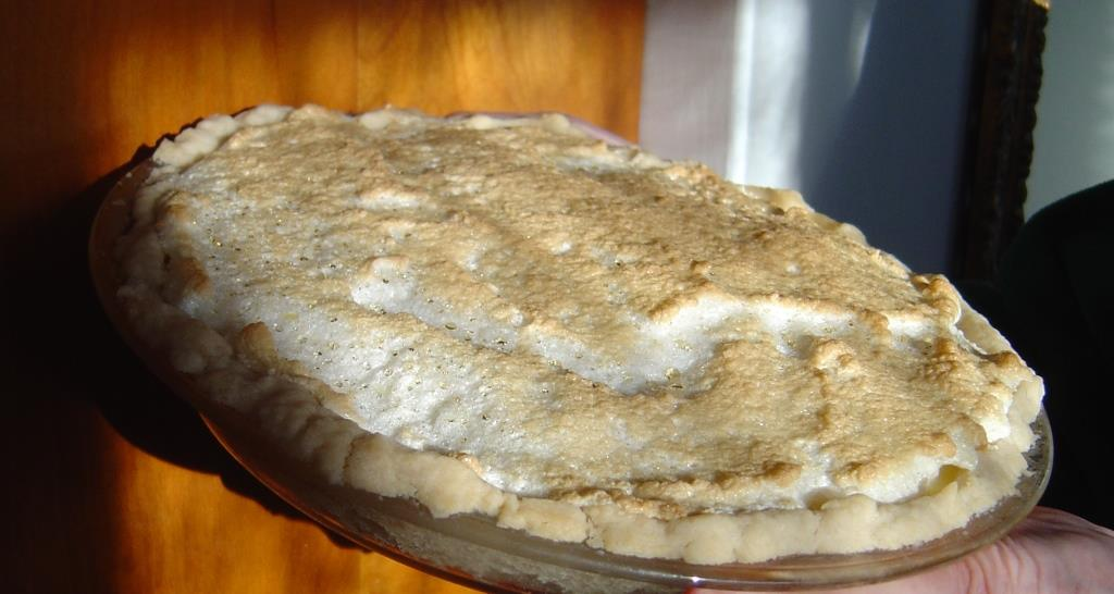 Tilted Whole Pineapple-Cream Pie Image