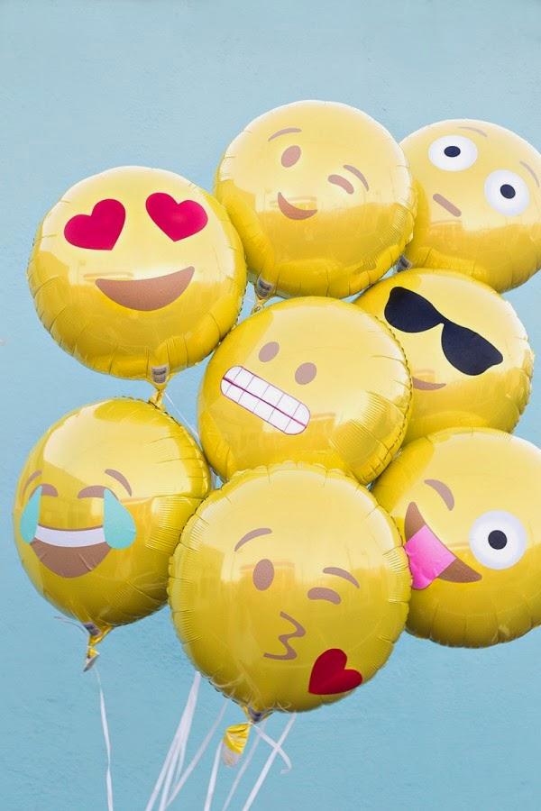 Emoji Party Ideas; Studio DIY balloons