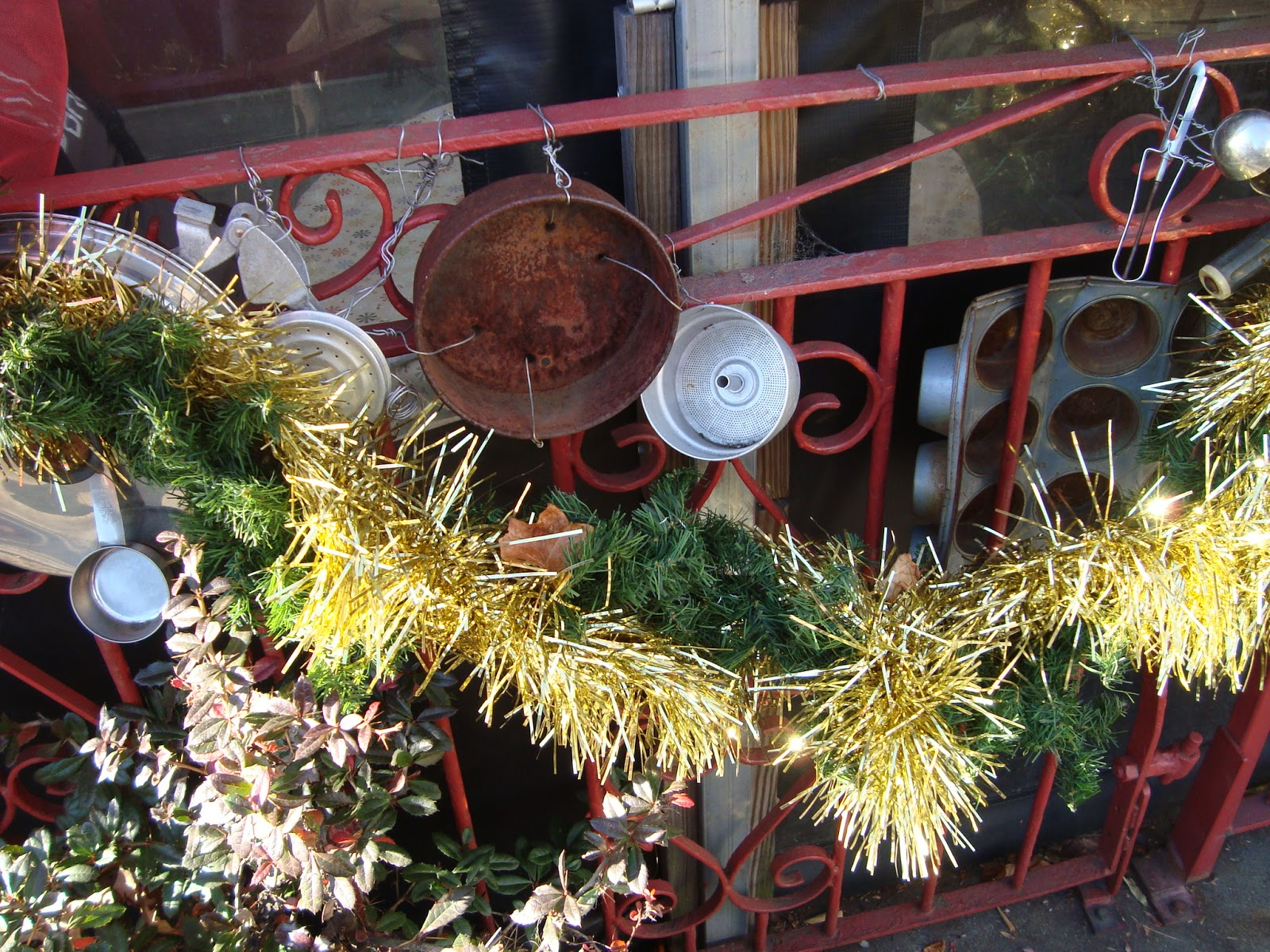 southern-belle-simple: Rustic Holiday Decorations in Asheville