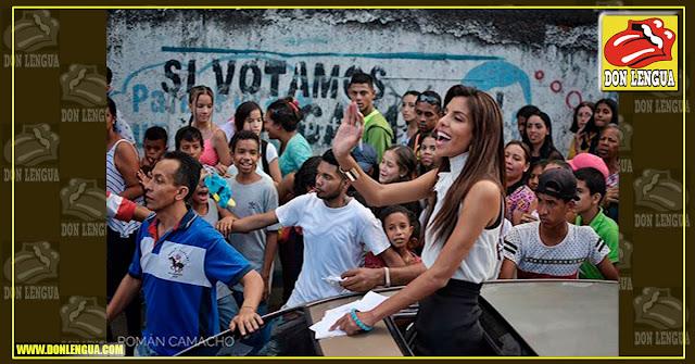 La Preciosa y Maravillosa Miss Petare se fue a pasear por su barrio para tomarse selfies con sus Fans