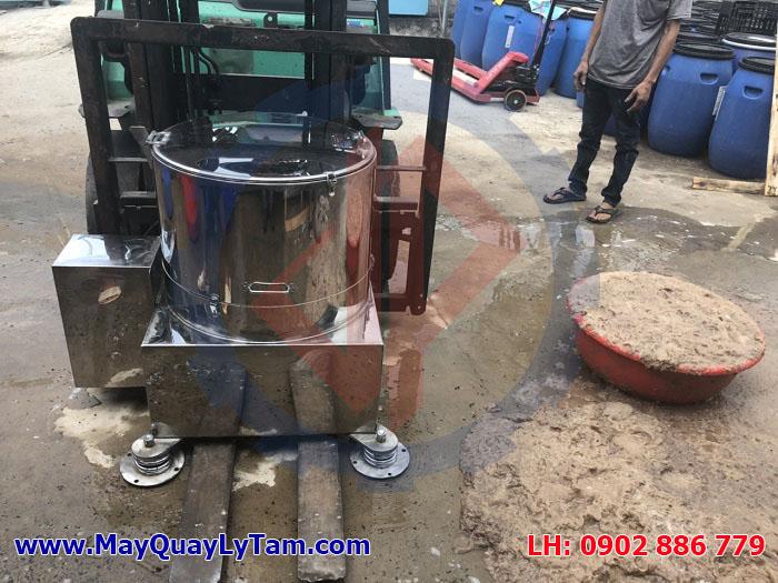 Máy vắt ly tâm nhàu bằng inox 304 toàn bộ, giảm rung lò xo chắc chắn, hiệu quả cao