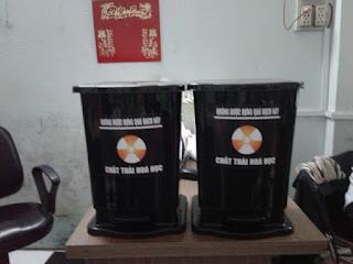 thùng đựng rác thải y tế màu đen