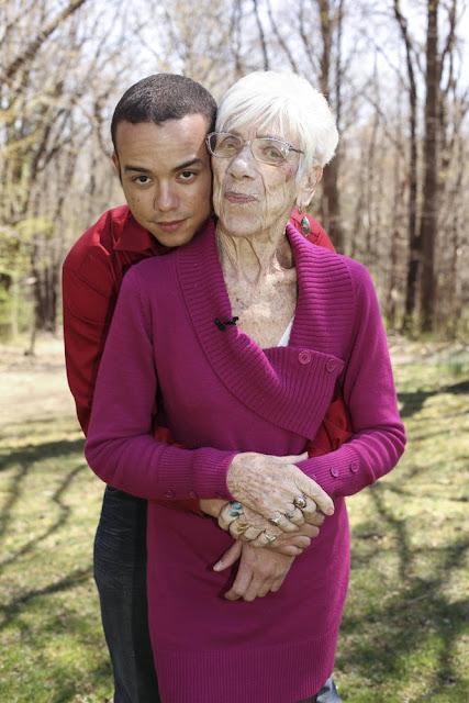 CAN YOU BELIEVE? This 31-Year-Old Guy Is Actually Dating a 91-Year-Old Grandmother! Mas Matanda Pa Yung Girlfriend Niya sa Nanay Niya!