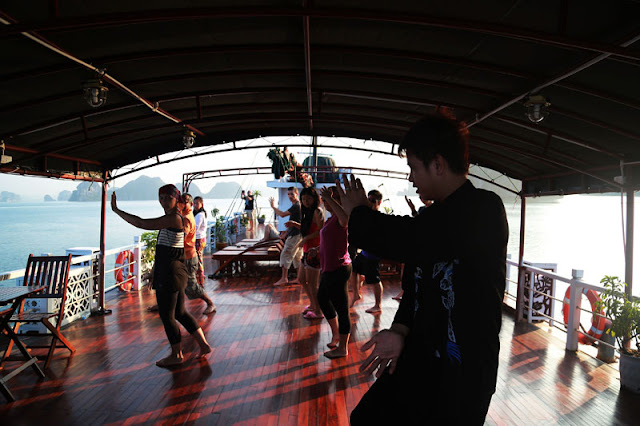 Fully explore the culture of Vietnam on the Halong Bay cruise