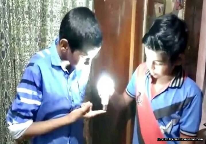 Manusia Luar Biasa Yang Mampu Menyalakan Lampu Dengan Sentuhan!