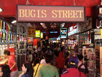Hasil gambar untuk bugis street singapore