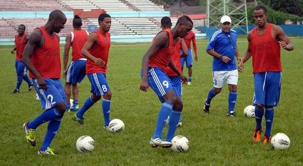 La Federación Internacional de Fútbol Asociado (FIFA) acaba de colocar a Cuba en la posición 151 como la selección que perdió más puestos (26) en el ranking que elabora cada año el organismo deportivo.