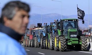 Στους δρόμους οι αγρότες – Σε κλοιό μπλόκων δρόμοι και... κυβέρνηση