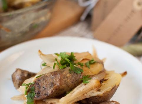 """Dlaczego jem """"mięso"""" i wiejska zapiekanka ziemniaczana z (wege) kiełbaskami"""