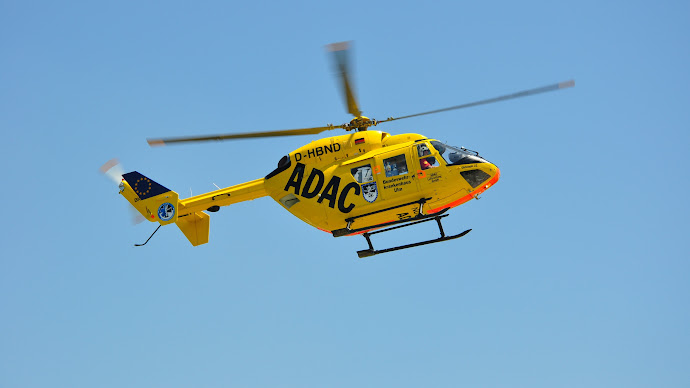 Wallpaper: Yellow Helicopter