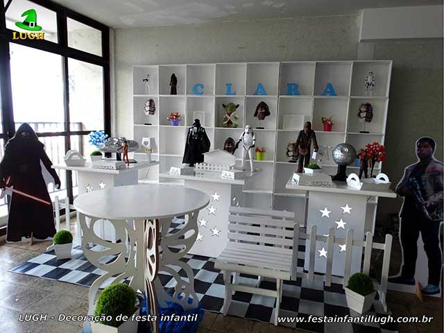 Ornamentação de mesa provençal simples com escaninhos Star Wars