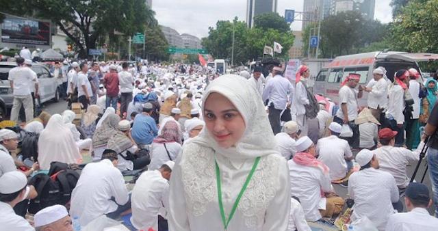 Netizen Heboh Ada Wanita Cantik Ikut Aksi Bela Islam 212
